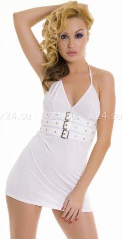 Платье белое с декоративными пряжками