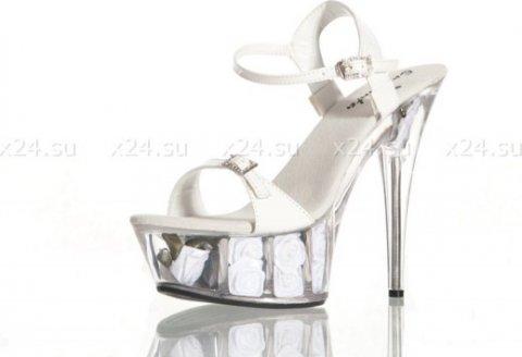 Туфли лакированные белые с розочками 39