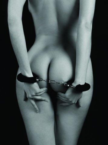 Наручники с мехом bondage черные 1010-01lola