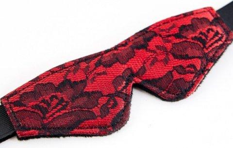 Кружевной набор красный: маска и флоггер