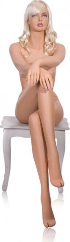 Манекен девушка сидячий, нога на ногу с париком блонд, фото 2
