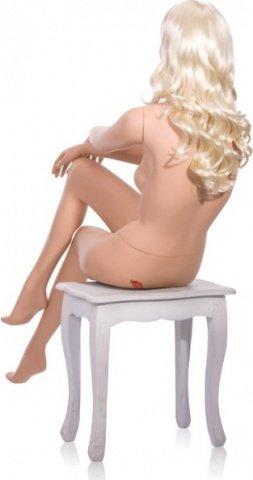 Манекен девушка сидячий, нога на ногу с париком блонд, фото 3