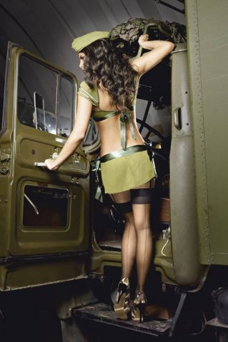 Игровой костюм обольстительница милитари: топ, мини-юбка и пилотка, фото 2