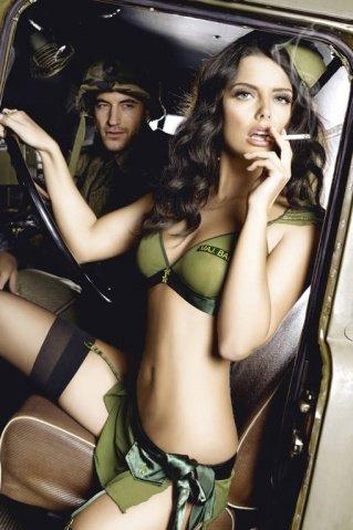 Игровой костюм обольстительница милитари: топ, мини-юбка и пилотка, фото 3