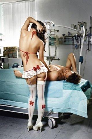 Игровой костюм медсестра профи: топ, мини-юбка с подвязками, фото 2