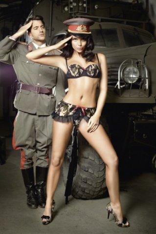 Игровой костюм сексуальная сержантка: топ и мини-юбка