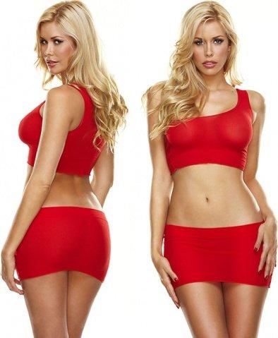 Красная мини-юбка и кроп-топ на одно плечо