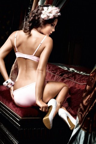 Dolce Vita Бюстгальтер розовый с светло-серыми кружевными краями, косточками и мягкими чашечками
