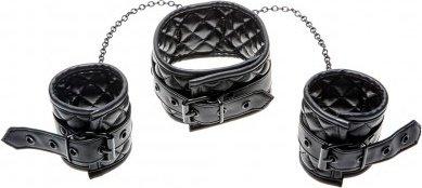 Collar + wrist cuffs
